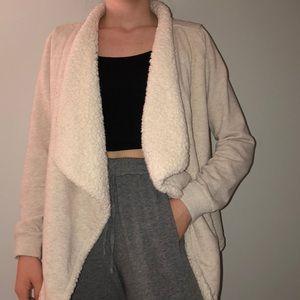 ✨Hollister sweater/Sherpa✨